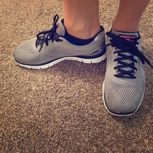 Skechers sketch knit athletic shoes!